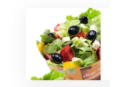 Salată mixtă cu brânzeturi